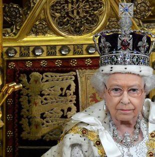 La reina usaba la corona una vez al año, en la lectura de su discurso en el Parlamento. Foto: Reuters