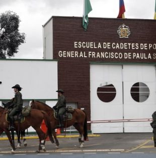 """La institución atacada, que lleva el nombre del prócer Francisco de Paula Santander, llamado """"El hombre de las leyes"""" fue creada en 1938. Foto: AFP"""