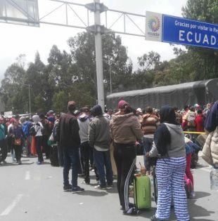 Hasta ahora Ecuador solo exigía a los venezolanos la cédula para dejarlos ingresar. Foto: archivo