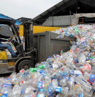 El reciclaje genera una cadena productiva que genera ingresos para 20.000 familias. Foto: José Dimitrakis.