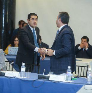 """""""Hemos mantenido reuniones con la mayoría de bancadas de la Asamblea"""", dijo Martínez."""
