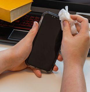 Es recomendable la limpieza y desinfección del celular. Foto: Pixabay