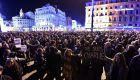 Miles de personas se reunieron en la plaza de Paris en apoyo al semanario. Foto: AFP