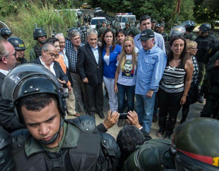 Los expresidentes Andrés Pastrana y Sebastián Piñera fueron impedidos de visitar a López en la cárcel de Ramo Verde. Foto: AFP