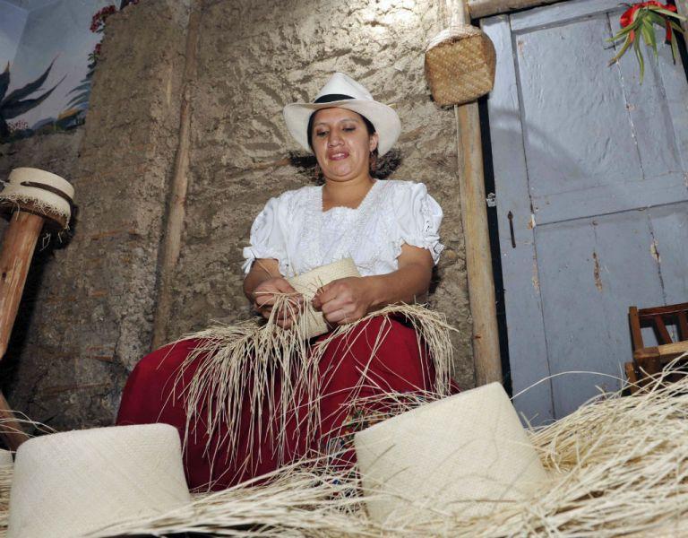 El sombrero de paja toquilla también se confecciona en la provincia de Azuay.