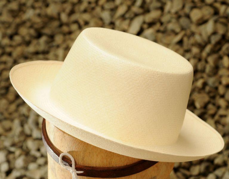 La confección de sombrero puede durar hasta un mes.