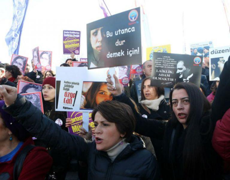 El caso de una estudiante violada y asesinada por tres hombres ha provocado una ola de indignación sin precedente en Turquía. Foto: AFP