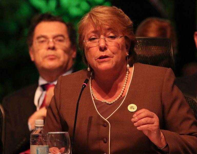 Las críticas opositoras en contra del hijo de Bachelet y la propia mandataria han arreciado durante las últimas semanas. Foto: REUTERS