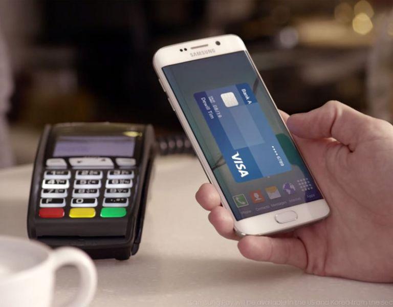 El gigante surcoreano también presento su servicio Samsung Pay.