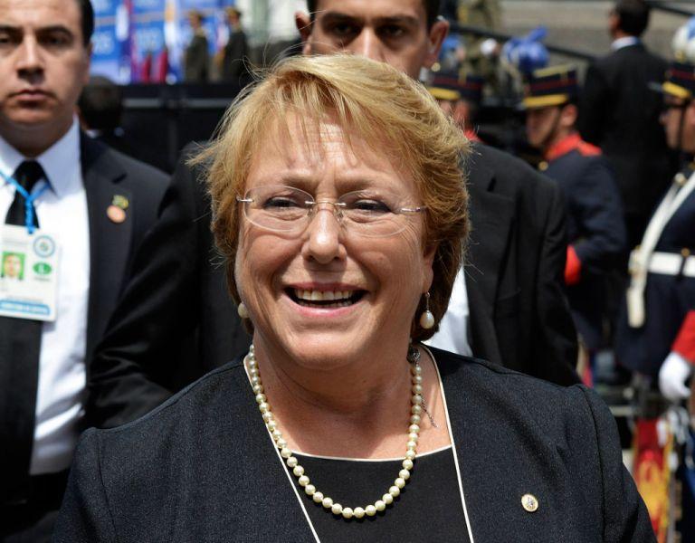 El respaldo a Michelle Bachelet cayó cinco puntos respecto a enero, de acuerdo a un sondeo. Foto: REUTERS