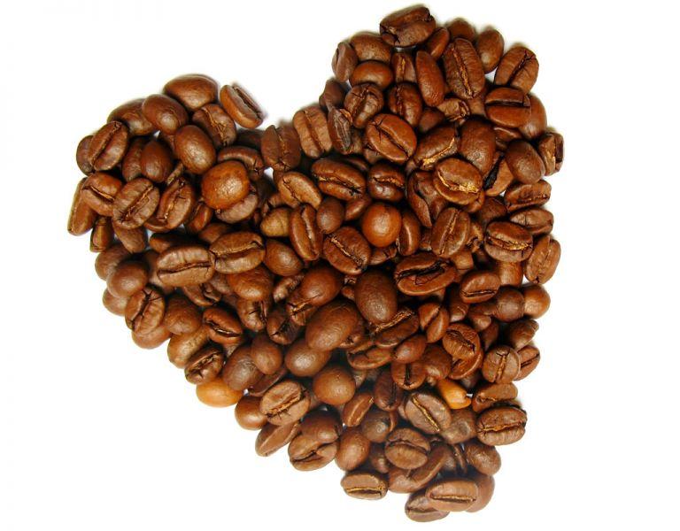 Según el estudio, una cantidad moderada de café reduce la presencia de calcio en las arterias coronarias, un elemento considerado responsable de la ateroesclerosis.