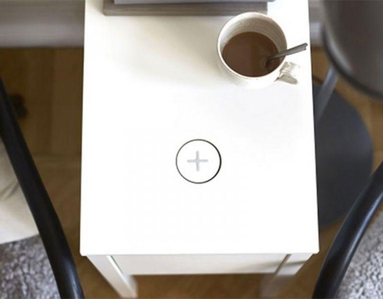 El fabricante de sueco Ikea presentó una línea de muebles con cargadores para smartphones.