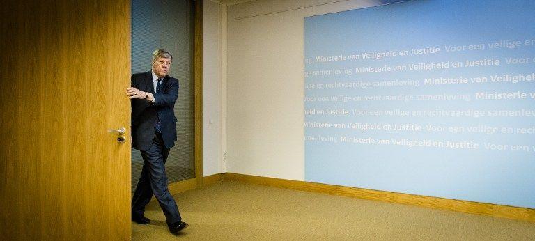 Ivo Opstelten al llegar a la rueda de prensa en la que anunció su renuncia. Foto: AFP