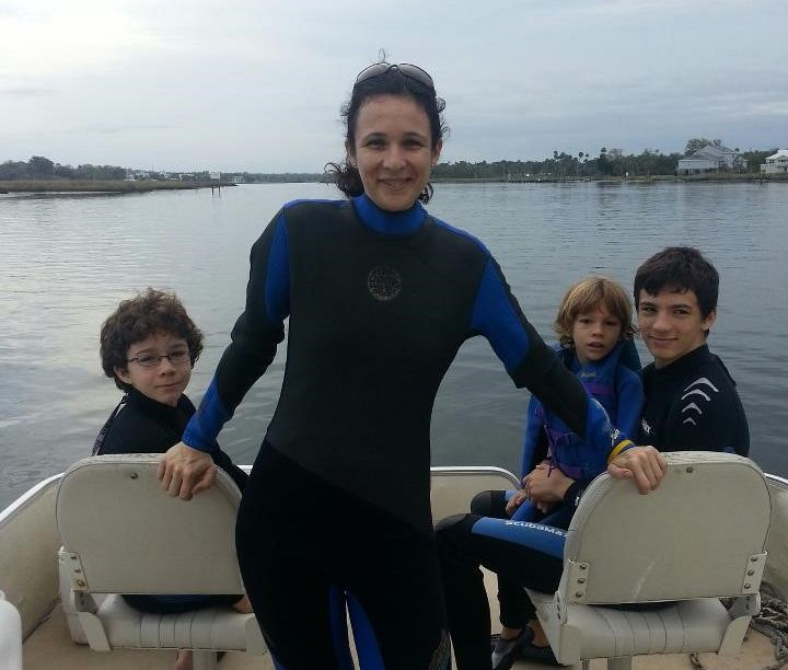 Mila de Mier junto a sus hijos. Foto: Wildlife Foundation of Florida.