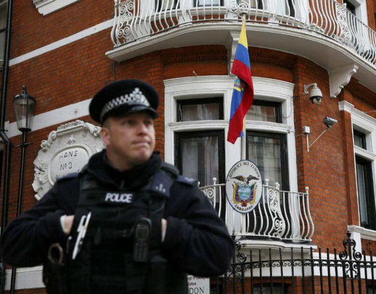 El lunes Assange cumplirá 1000 días en la embajada de Ecuador en Londres. Foto: REUTERS