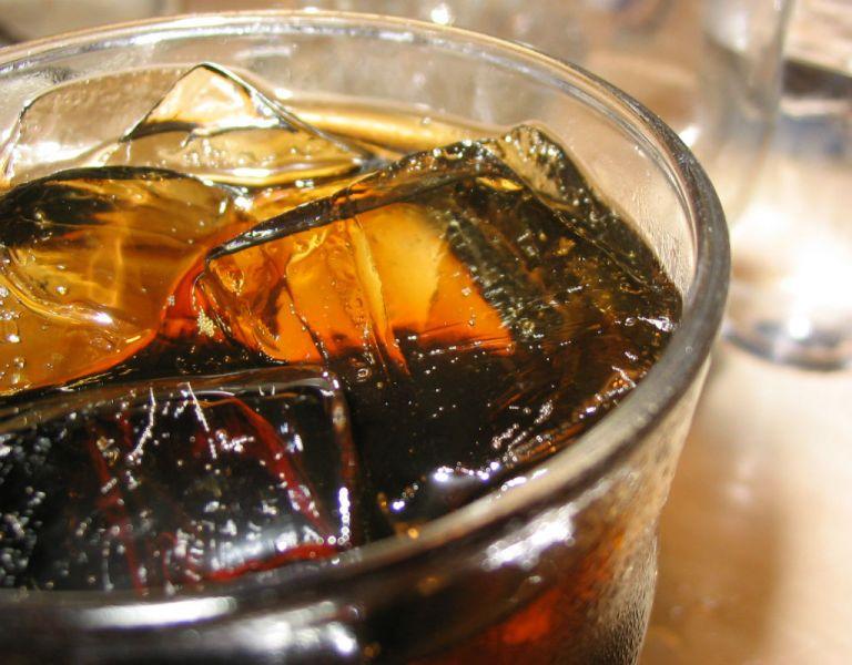 """El Consejo Internacional de Asociaciones de Bebidas, que agrupa a grandes marcas, ya ha criticado la """"falta de evidencia científica""""."""