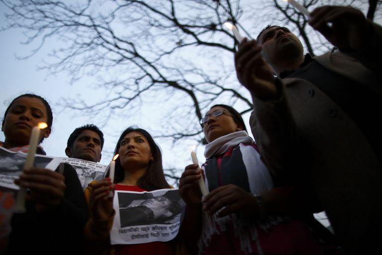 Estudiantes nepalíes se unieron a una vigilia contra un ataque con ácido en dos escuelas. Foto: Archivo / REUTERS