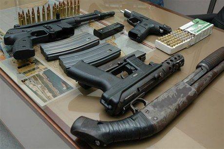 Según la Fiscalía, la Dirección de Antinarcóticos de Colombia interceptó por primera vez en marzo de 2013 un paquete con armas procedente de Marietta, en Georgia (EE.UU.), con destino a Medellín. Imagen referencial.