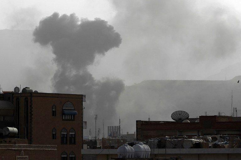 Varias zonas del centro de la ciudad de Adén y puestos de control rebeldes también fueron blanco de los bombardeos. Fotos: AFP
