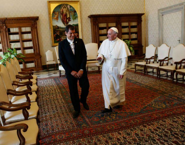 El presidente de Ecuador visitó al papa Francisco en el Vaticano en abril de 2013. Foto: REUTERS