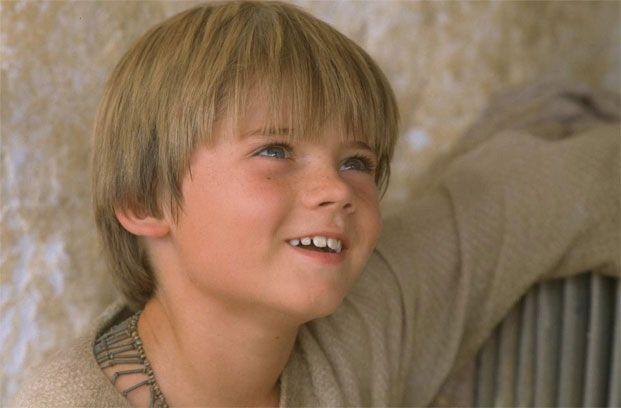 Interpretó al personaje Anakin Skywalker cuando era niño en la película de 1999.