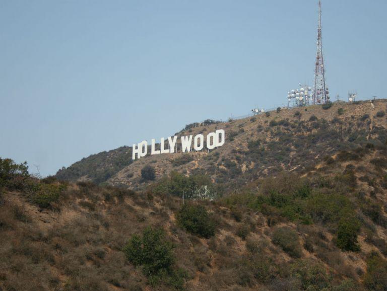 El cine hollywoodense sigue ampliamente dominado por hombres blancos, según una investigación.