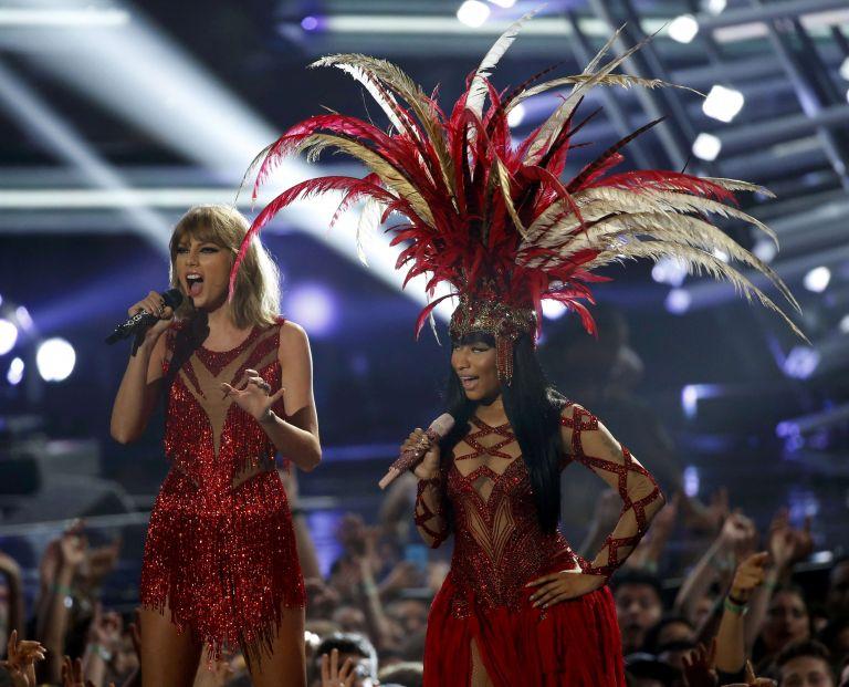 Taylor durante un concierto con Nicki Minaj. Foto: REUTERS