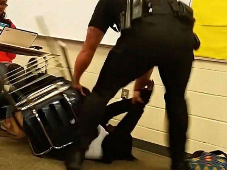"""Según el Sheriff, el agente """"realizó una acción que no está conforme a la formación y que no es aceptable."""""""