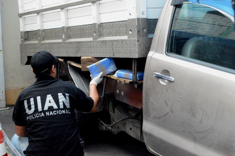 La policía detuvo a dos mujeres y un hombre en el operativo denominado 'Quilago'. Foto: Ministerio del Interior.