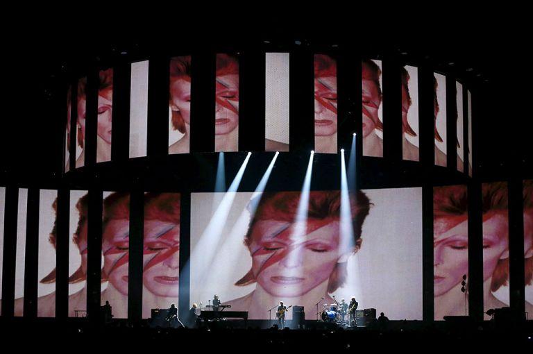 """La neozelandesa Lorde subió al escenario para cantar """"Life on Mars"""". Foto: Reuters"""