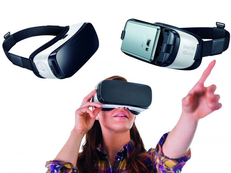 Gear VR provee una experiencia más ligera que la de sus competidores mediante la colocación de un smartphone Samsung de gama alta en el visor.