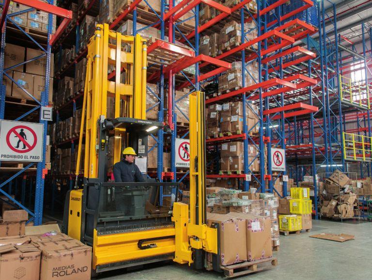 Facilidad. Cada equipo trilateral, usados para retirar mercadería de las perchas, cuesta alrededor de 180 mil dólares. Alcanzan hasta 12 metros de altura.