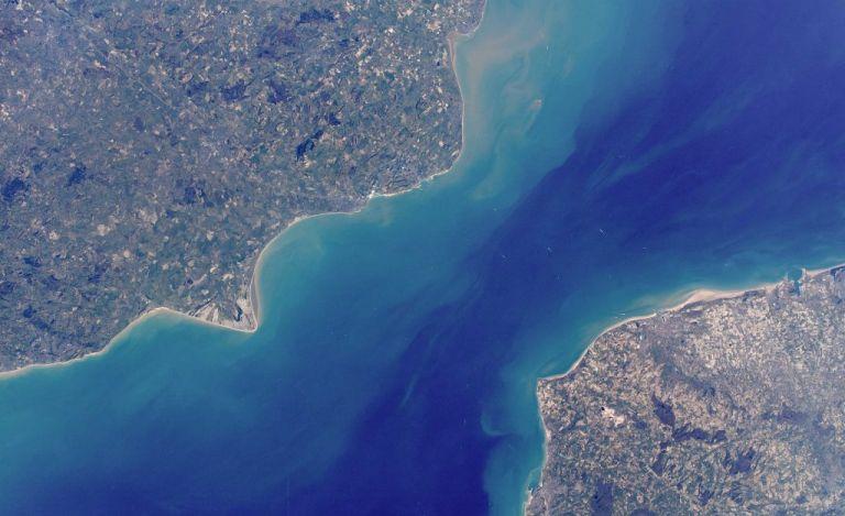 FRANCIA.- La meta del hombre era superar los más de 40 kilómetros que separan la localidad británica de Douvres de la francesa de Calais. Foto: Internet