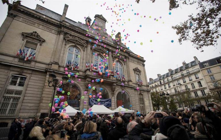 FRANCIA.- El país conmemoró este 13 de noviembre de 2016 el primer aniversario de los atentados yihadistas de París, con homenajes en cada uno de los escenarios de las matanzas. Foto: EFE