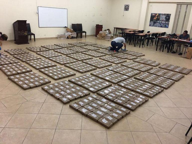 La cocaína estaba oculta en cajas de banano en un contenedor que iba a Bélgica. Foto: Twitter / Ministerio del Interior.