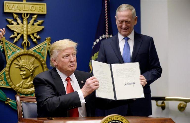 WASHINGTON, EE.UU.- l presidente suspendió la emisión de visas para personas procedentes de Irán, Irak, Libia, Somalia, Sudán, Siria y Yemen por lo menos durante 30 días. Foto: EFE.