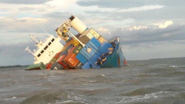 Un buque encalló el 23 de febrero con 160 contenedores cargados de alimentos y productos de abastecimiento.