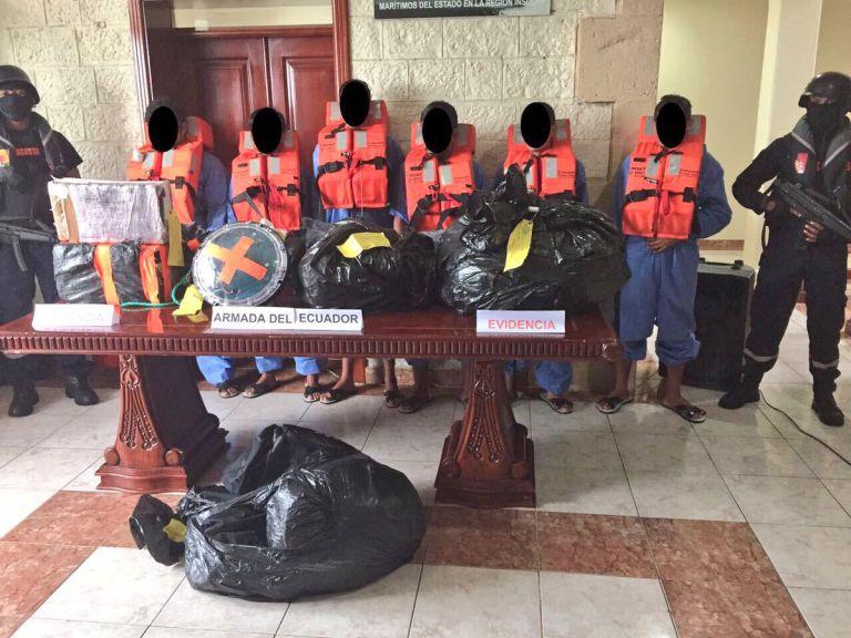 4 ecuatorianos y 2 colombianos fueron retenidos tras la operación. Fotos: Cortesía Dirnea.