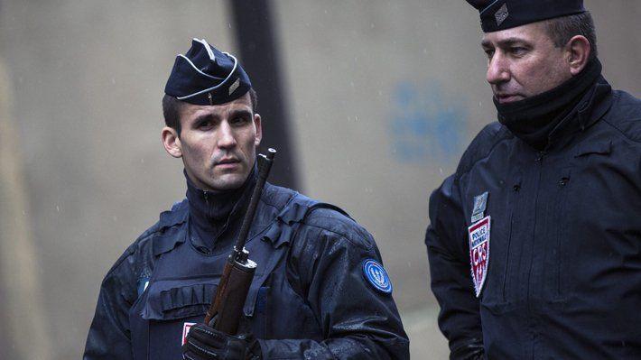 La policía busca todavía a los autores de los tiros, que huyeron tras disparar con al menos un rifle de caza de forma indiscriminada en los alrededores de una mezquita. Foto: Redes