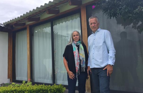 """Paul Baker y Catherine Rigsby fueron docentes de Yachay Tech. Aseguran que han sido tratados """"como basura en Ecuador"""". Foto: Cortesía"""