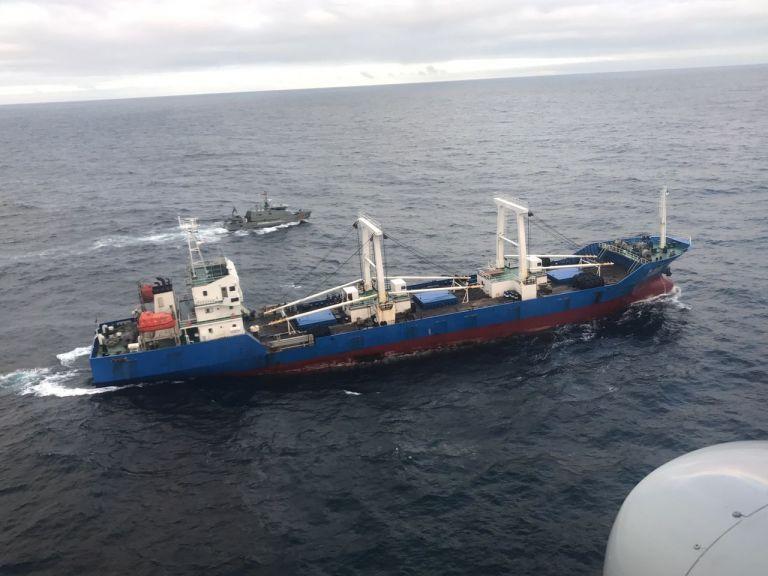 El buque navegaba ilegalmente dentro de la reserva marina de Galápagos, a 1.000 km frente a la costa de Ecuador. Foto: cortesía