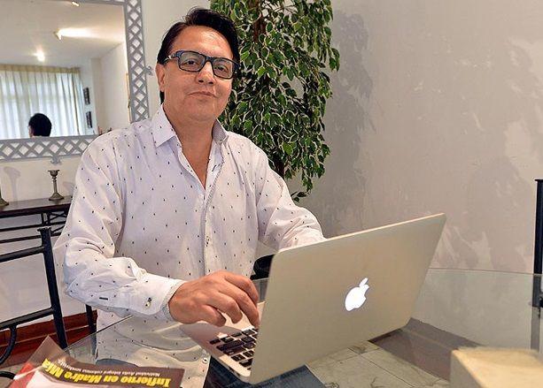 """Villavicencio: """"Me ha entregado información gente que ha tenido altos puestos en el gobierno... Son filtraciones de adentro"""".  Foto cortesía Revista Caretas"""