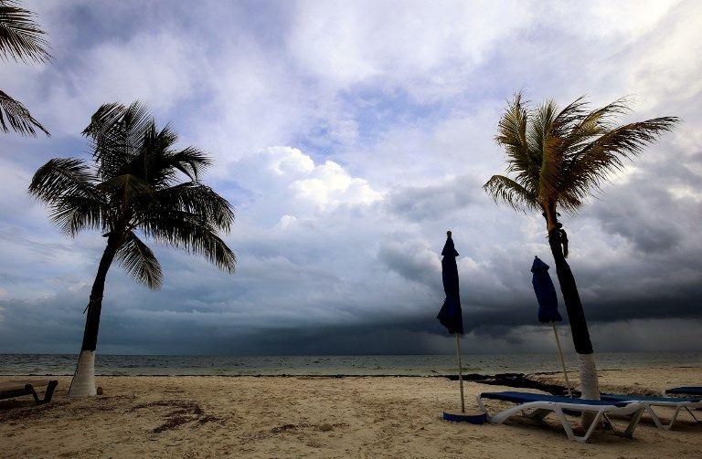 Nate se encuentra a algo más de 150 kilómetros del extremo oeste de Cuba, y a aproximadamente 800 kilómetros de la desembocadura del río de Mississippi. Foto: AFP