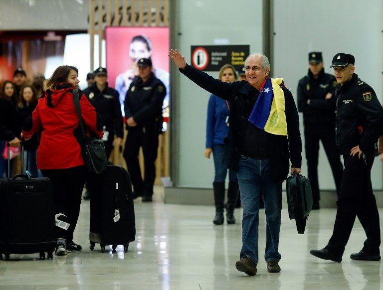 El opositor venezolano Antonio Ledezma llega a Madrid. Foto: AFP