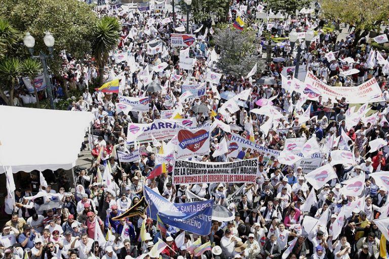 """Seguidores de """"Democracia Sí"""", procedentes de las 24 provincias del país, se dieron cita a primera hora de la mañana en el parque El Arbolito de Quito. Foto: Presidencia"""