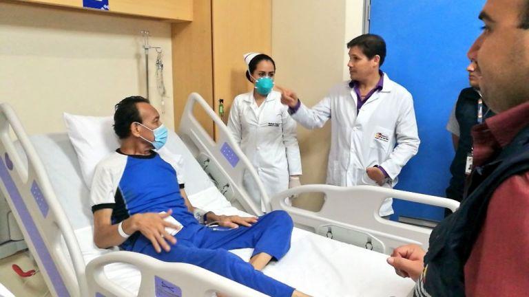 Las autoridades de Salud comenzaron el traslado de los medicamentos e insumos a otras casas asistenciales. Foto: @HGuasmoSur