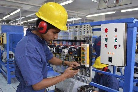 Se estudia la posibilidad de reducir la tarifa eléctrica en el horario de 22:00 a 08:00, utilizado por el 45 % de los sectores productivos del país. Foto: Internet