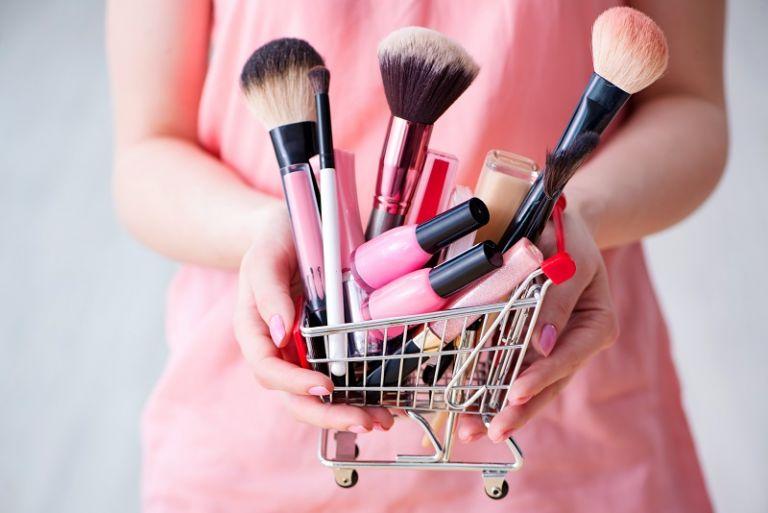La venta directa de cosméticos generó alrededor de 405 millones de dólares en el país durante el 2015. Foto: Fotolia