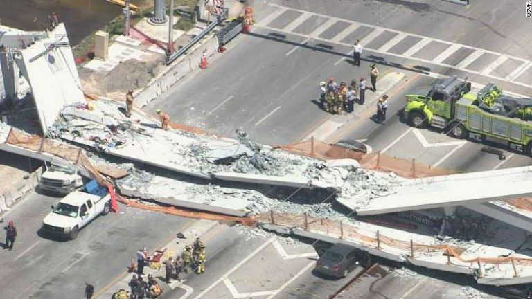 Se podía ver cinco o seis vehículos aplastados por escombros y los reportes de prensa daban cuenta de cinco heridos. Foto: Tomada de www.losandes.com.ar