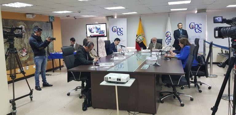 La norma permitirá la designación de tres autoridades principales y cinco suplentes. Foto: Twitter CPCCS